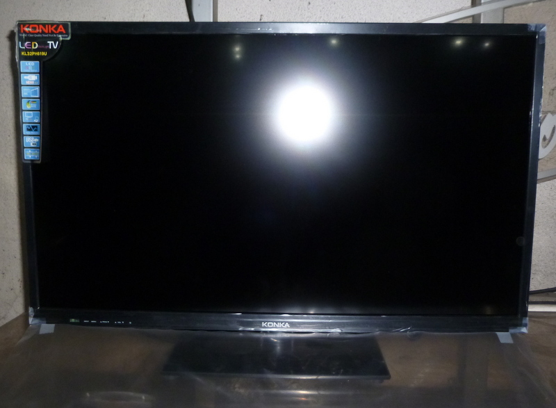 plasma screen tv on wall