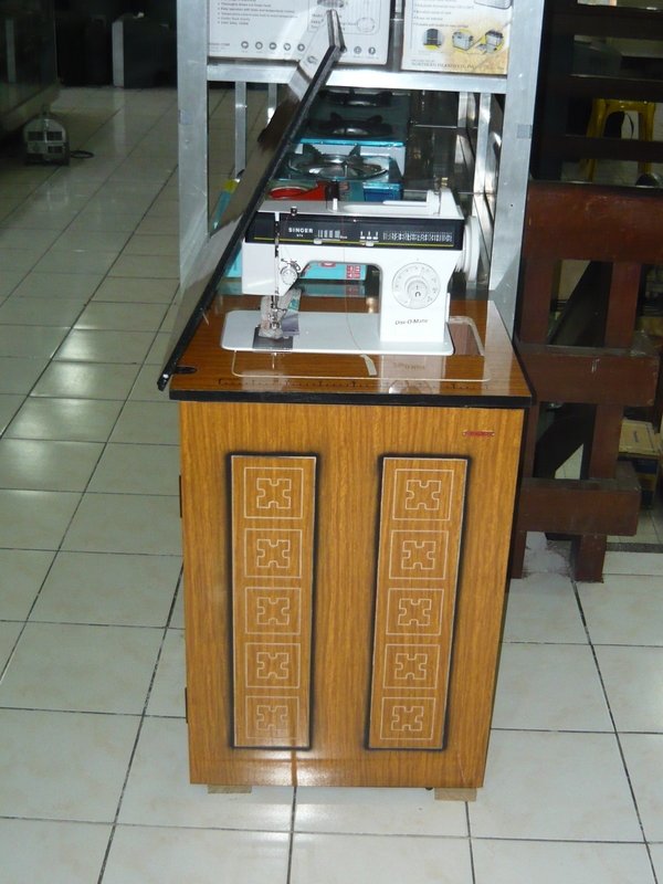Singer Disco Matic Sewing Machine with Classic Cabinet ...